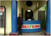 Foto do balcão de atendimento do Banco Palmas