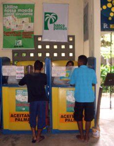 Foto de balcão de atendimento do Banco Palmas