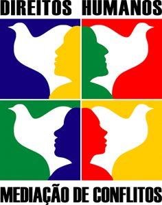 Logotipo dos cursos à distância. As figuras humanas se justapõe à imagem de aves brancas, formando uma figura só e as duas imagens em separado, ao se diferenciar o fundo colorido da figura branca. Lê-se: Direitos Humanos Mediação de Conflitos;