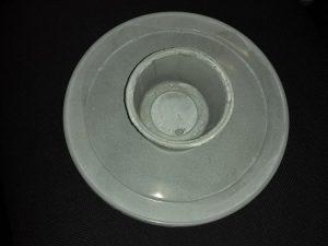 Foto de um vaso de cimento feito por moldagem.